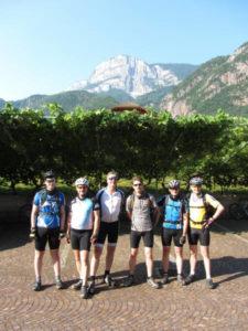 Im Hintergrund der Gampenpass ein Highlight auf unserer Tour 2011